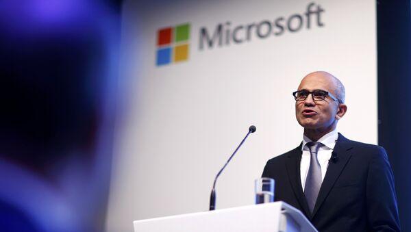 CEO de Microsoft Satya Nadella en la presentación de la estrategia de almacenamiento en nube de Microsoft en Alemania - Sputnik Mundo