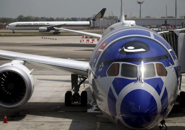 El avión en el aeropuerto