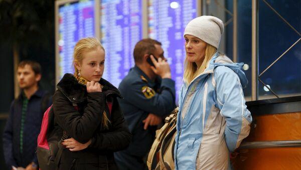 Turistas rusos en el aeropuerto de Domodédovo de Moscú - Sputnik Mundo