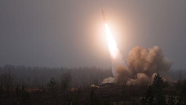 Lanzamiento de misil Tochka-U (archivo) - Sputnik Mundo