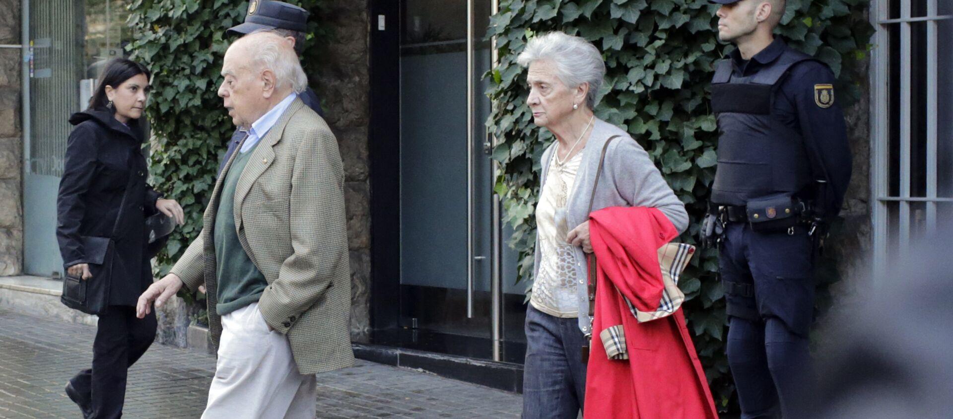 Catalan former President Jordi Pujol (L) and his wife Marta Ferrusola - Sputnik Mundo, 1920, 18.07.2020