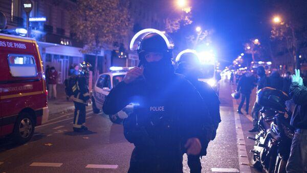 Policía de la unidad élite en el lugar del ataque a la sala de conciertos Bataclan en París - Sputnik Mundo