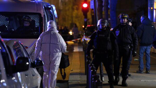 Policía en el lugar del atentado cerca de Estadio de Francia en París - Sputnik Mundo