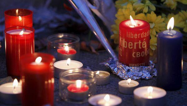 Velas en homenaje a las víctimas de los atentados de París en Ginebra - Sputnik Mundo