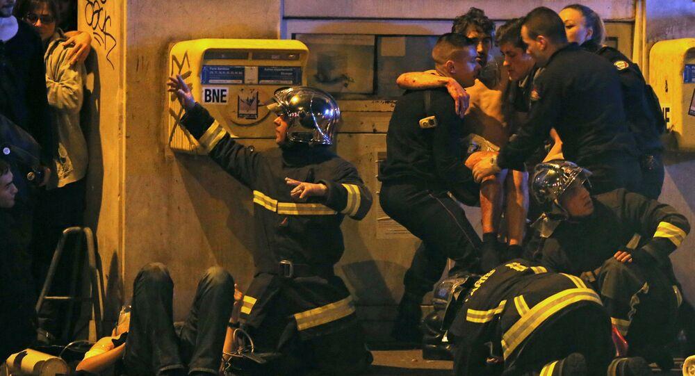 Policías en el lugar del atentado cerca de la sala de conciertos Bataclán