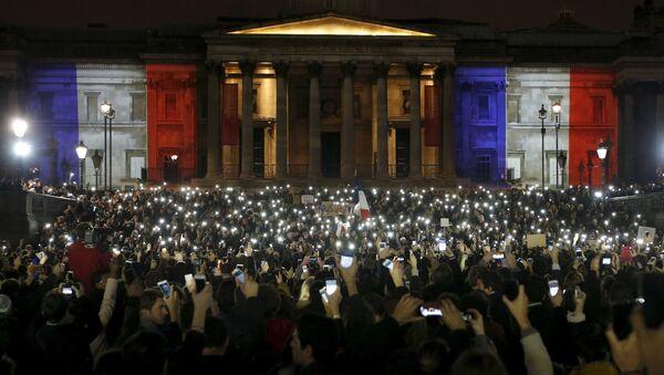 Vigilia silenciosa en Londres por las víctimas de París - Sputnik Mundo