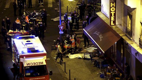 El lugar del atentado en París - Sputnik Mundo