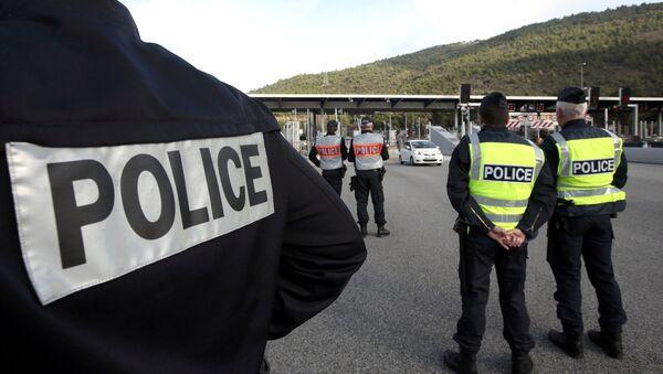 Policía francesa en la frontera con Italia (Archivo) - Sputnik Mundo
