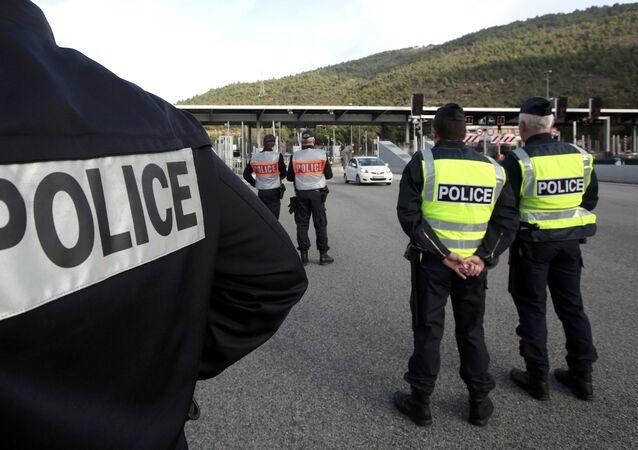 Policía francesa en la frontera con Italia (Archivo)