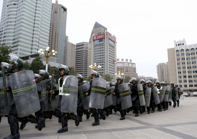 Policía china en Urumqi, capital de Xinjiang