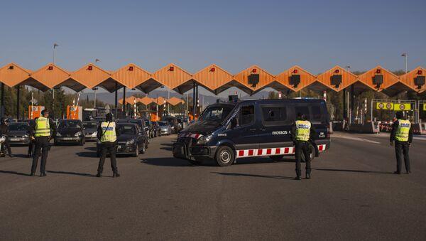 Policía española controla las fronteras tras los atentados en París - Sputnik Mundo
