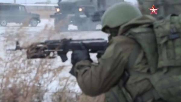 Fuerzas especiales rusas prueban el traje del 'soldado del futuro' - Sputnik Mundo