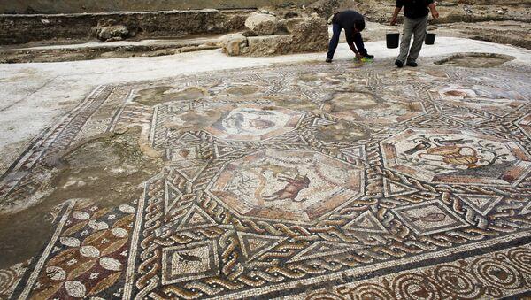 Mosaico de 1.700 años de antigüedad excavado en Israel - Sputnik Mundo
