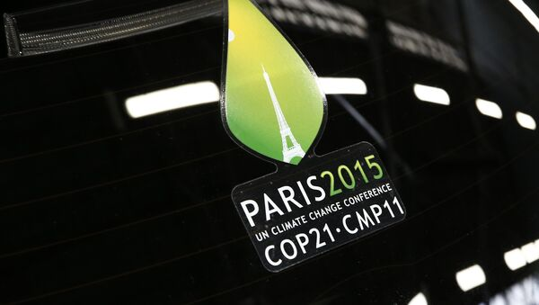 The logo of the upcoming COP21 Climate Change Conference is seen on a Nissan LEAF electric car in Boulogne-Billancourt, near Paris, France, November 16, 2015. - Sputnik Mundo
