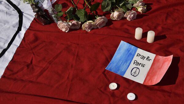 El mundo expresa su dolor por las víctimas de los atentados en París (archivo) - Sputnik Mundo