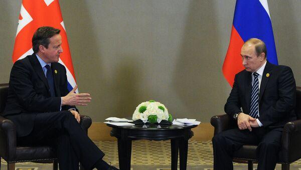 El presidente de Rusia, Vladímir Putin y el primer ministro del Reino Unido, David Cameron - Sputnik Mundo