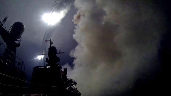 Корабли Каспийской флотилии выполнили пуски крылатых ракет по позициям боевиков ИГ в Сирии - Sputnik Mundo
