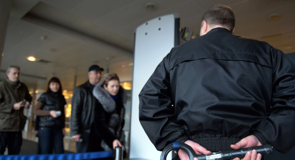 Control de seguridad en el aeropuerto Sheremétievo de Moscú (archivo)