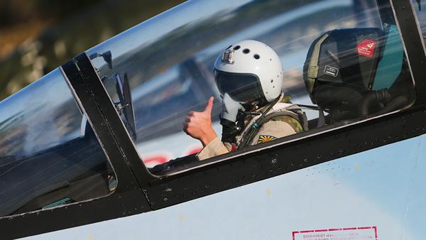 Piloto ruso en el aeródromo de Hmeymim en Siria - Sputnik Mundo