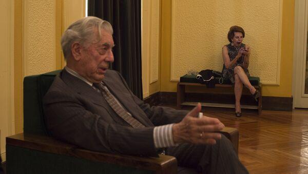 Mario Vargas Llosa con su esposa Patricia Llosa - Sputnik Mundo