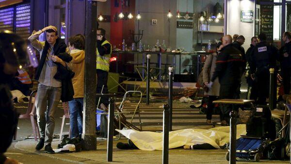 Lugar de uno de los atentados en París - Sputnik Mundo