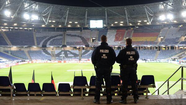 Anulan un partido de fútbol en Alemania tras encontrar explosivos - Sputnik Mundo