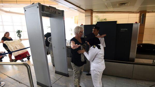 Control de segurida en el aeropuerto de Sharm El-Sheikh, Egipto - Sputnik Mundo