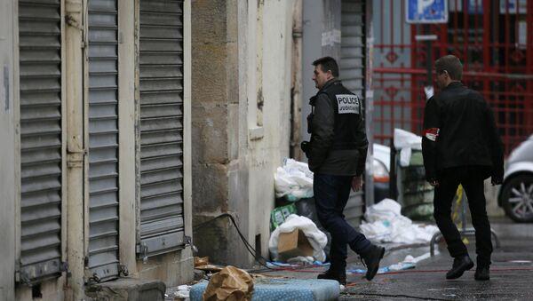 Policía frances en el lugar de tiroteo que se produjo en afueras de París - Sputnik Mundo