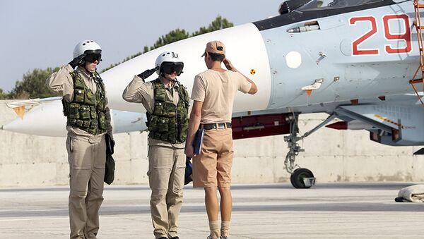 Pilotos rusos en la base siria de Hmeymim - Sputnik Mundo