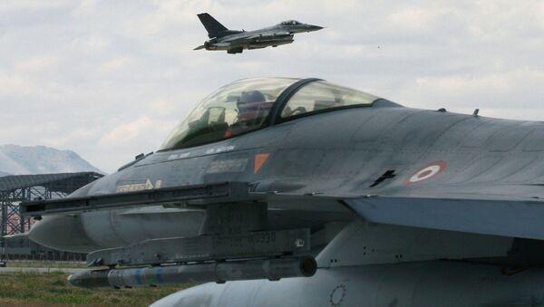 Cazas F-16 de la FFAA de Turquía (archivo) - Sputnik Mundo