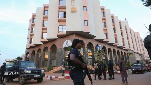 Hotel Radisson Hotel Bamako, donde tuvo lugar una operación especial para liberar a los rehenes - Sputnik Mundo