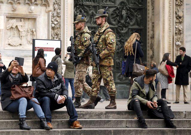 Soldados italianos en Milán, Italia