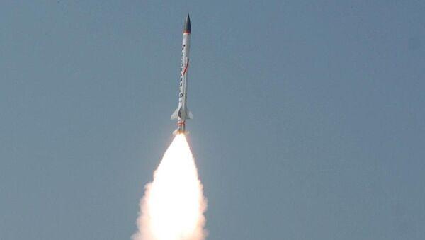 Lanzamiento de prueba de un cohete interceptor supersónico del proyecto AAD - Sputnik Mundo