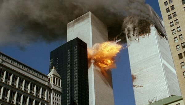 Momento del impacto del vuelo 175 contra la torre sur del World Trade Center, 11 de septiembre 2001 - Sputnik Mundo