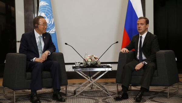 Secretario general de la ONU, Ban Ki-moon, y el primer ministro de Rusia, Dmitri Medvédev - Sputnik Mundo