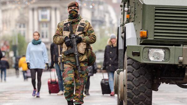 Soldado belga en el centro de Bruselas - Sputnik Mundo
