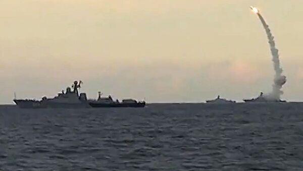 Lanzamiento del misiles de crucero Kalibr - Sputnik Mundo