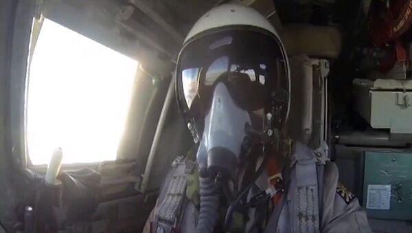 Piloto ruso durante los bombardeos de las posiciones del Daesh en Siria - Sputnik Mundo