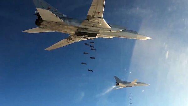 Aviación rusa ataca posiciones del EI en Siria - Sputnik Mundo