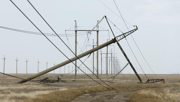 Torre de conducción eléctrica dañada en la región de Jersón cerca la frontera con Crimea - Sputnik Mundo