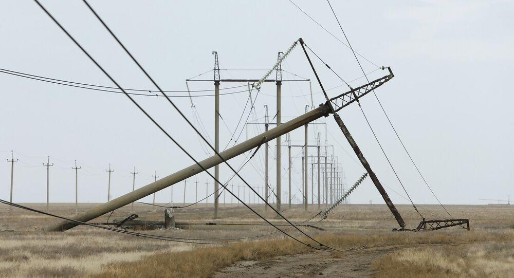 Torre de eléctrica dañada en la región de Jersón, cerca la frontera con Crimea