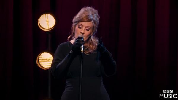 Adele participa en concurso de sus imitadores sin identificarse - Sputnik Mundo