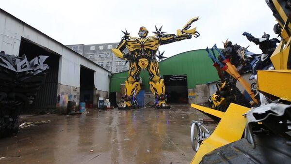 Aficionado chino a los Transformers construye uno para sí - Sputnik Mundo