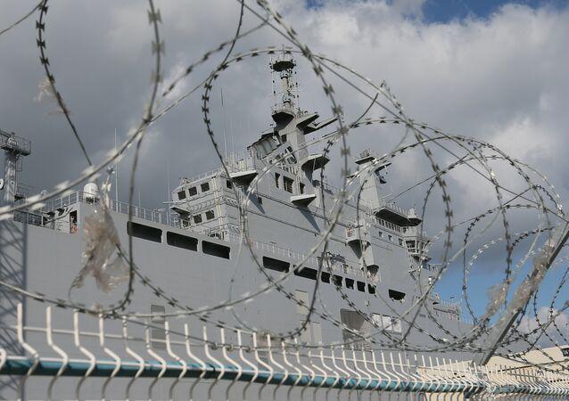 Portahelicópteros Mistral en el astillero de Saint-Nazaire, Francia