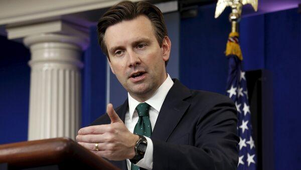 Josh Earnest, portavoz de la Casa Blanca - Sputnik Mundo