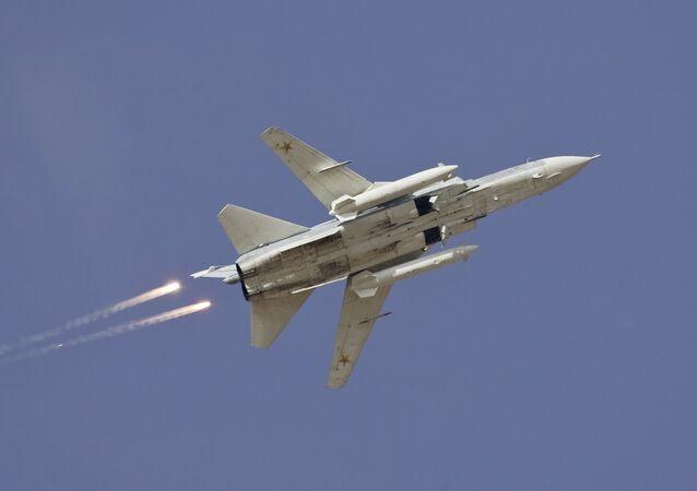 Cazaombardero ruso Sukhoi Su-24 (archivo)