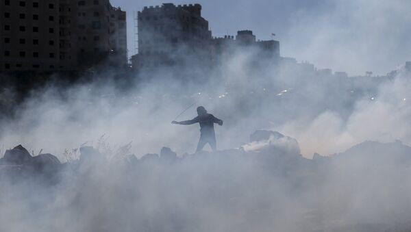 Enfrentamientos entre los manifestantes palestinos y tropas israelíes en Cisjordania (imágen referencial) - Sputnik Mundo
