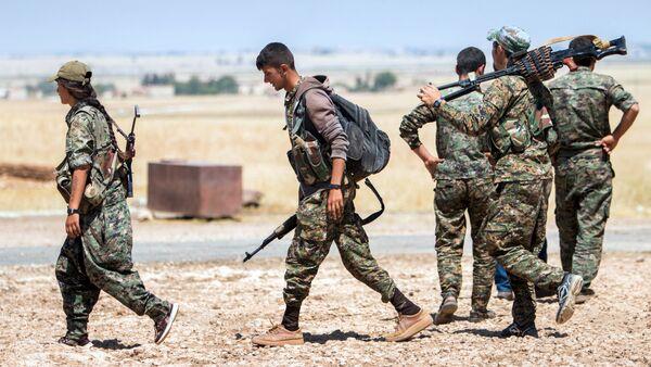 Militantes kurdos - Sputnik Mundo