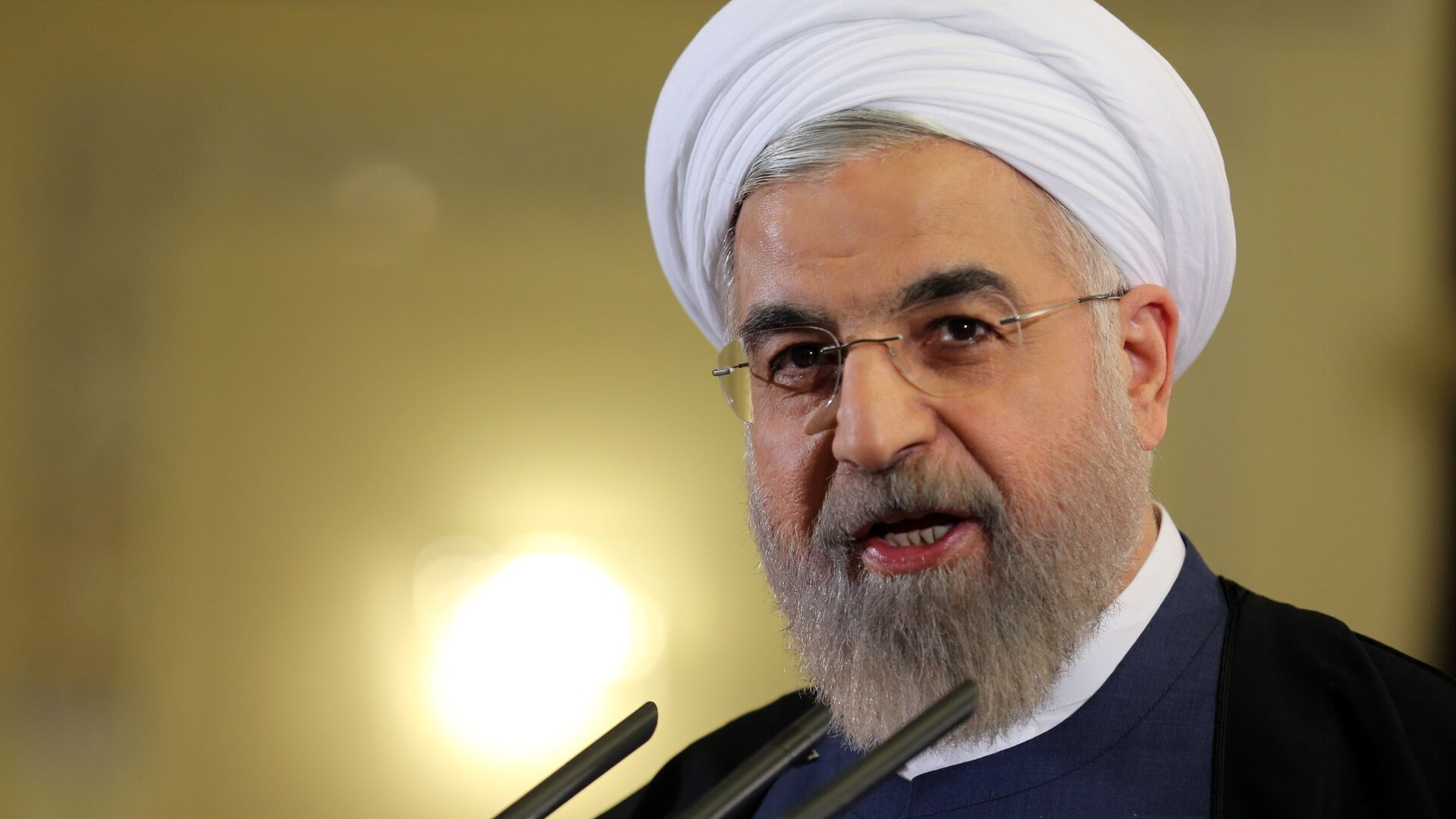 Iranian President Hassan Rouhani speaks during a press conference in Tehran on April 3, 2015. - Sputnik Mundo, 1920, 07.04.2021