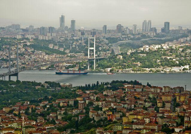 El estrecho de Bósforo en Estambul